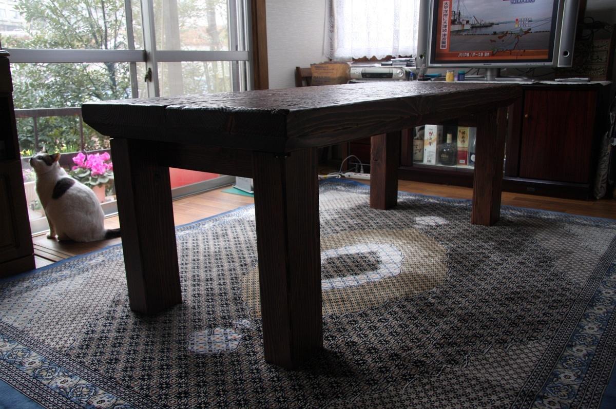 重厚なテーブルイメージ